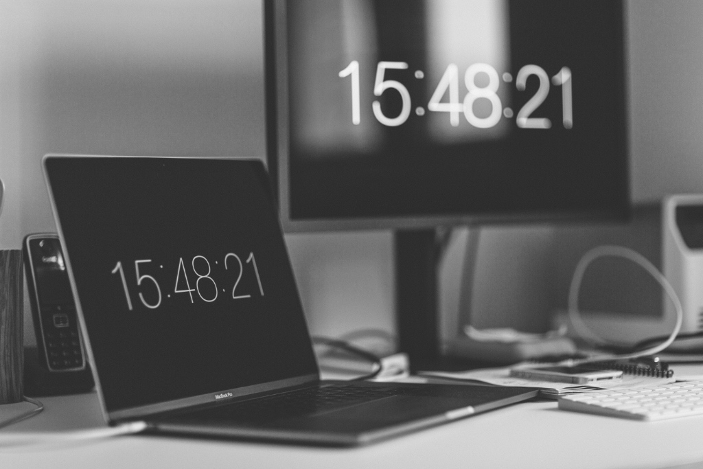 Image of time showing on two computers by Markus Spiske from Unsplash